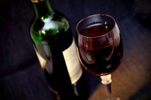 Survival-Tipp: Die richtige Rotwein Trinktemperatur im Winter