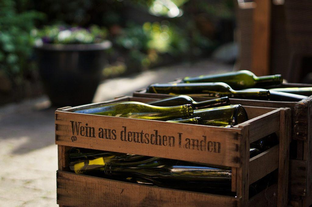 Weinkiste mit deutschem Wein